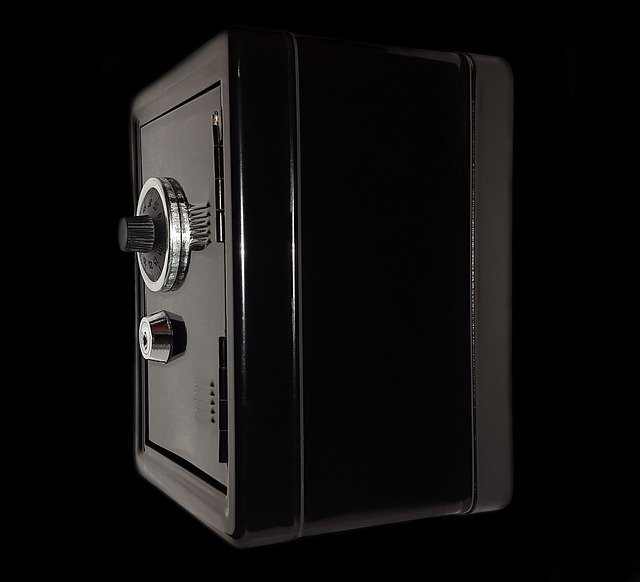 sideview of a combination safe